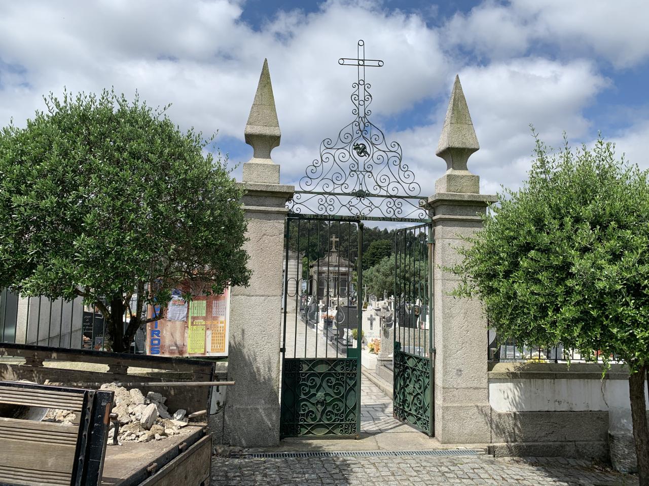 Água pública - cemitério Silveiros